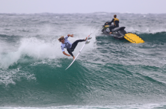 Jordan Lawler (Narrabeen, NSW, Australia) was a standout on Day 1 with aerial manouvers like this. CREDIT: Surfing NSW/Smith